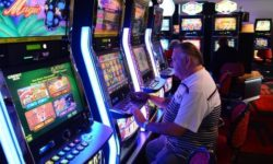 Payout and odds of winning in slot machines games